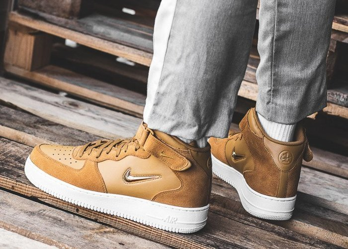 Nike Air Force 1 07 Mid LV8 (804609-200)