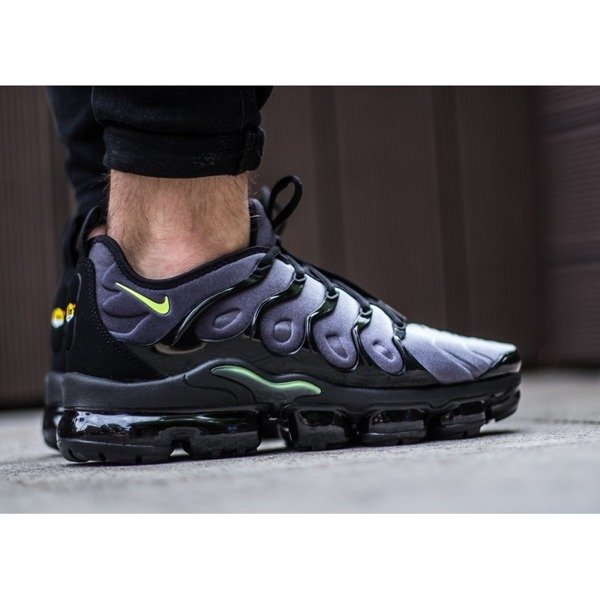 Nike Air Vapormax Plus (924453-009)
